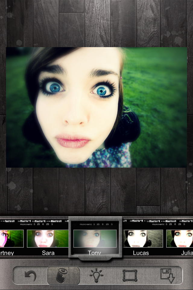 Pixlr-o-matic Captures Retro Grunge for Your iPhotos