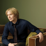 View artist Clay Aiken